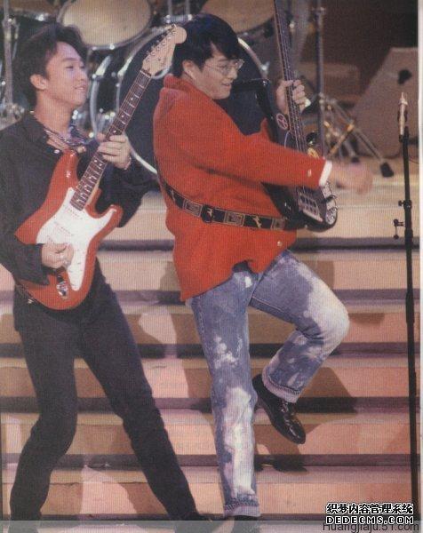 黄家驹演唱会高清1993_黄家驹对音乐的贡献及部分语录黄家驹高清图片9张_BEYOND图文记录 ...